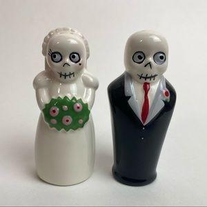 Skeleton Bride Groom Marriage Wedding Salt and Pepper Shaker Decor Ceramic